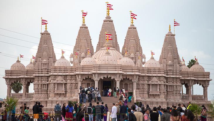 Front of the magnificant BAPS Shri Swaminarayan Mandir Los Angeles