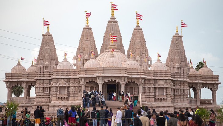 Front of the magnificant BAPS Shri Swaminarayan Mandir Los Angeles